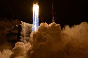 В 2035-2040 годах РФ запустит шесть сверхтяжелых ракет к Луне